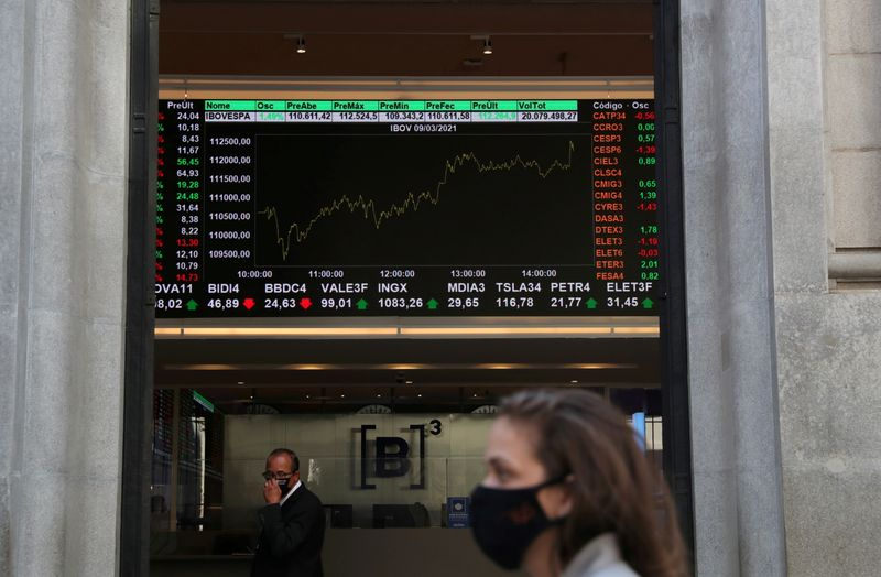 Ibovespa sobe com ajuda de Petrobras e volta a se aproximar dos 125 mil pontos