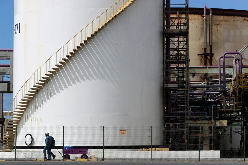 Petrobras diz que futura transação por fatia na Braskem demanda assessoria financeira