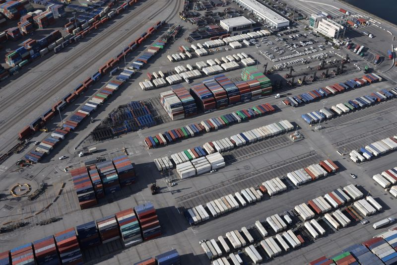 Déficit comercial dos EUA diminui em abril