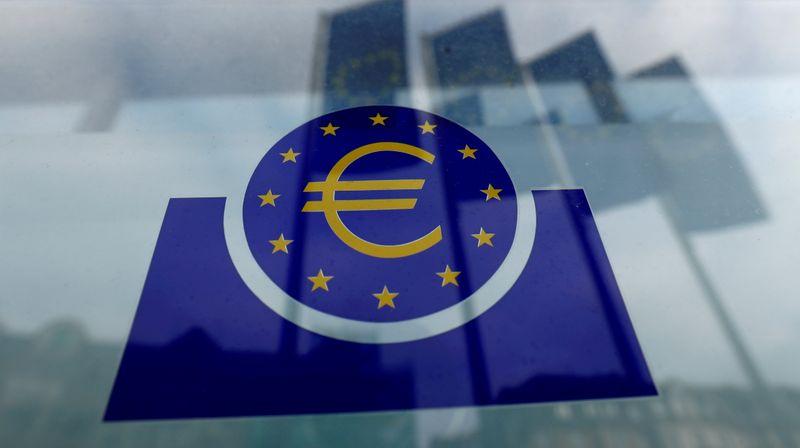 BCE eleva perspectiva de recuperação, mas mantém estímulos