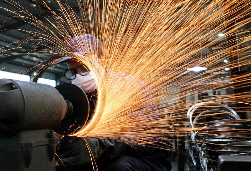 Minério de ferro sobe 5,9% com demanda da China e riscos de oferta