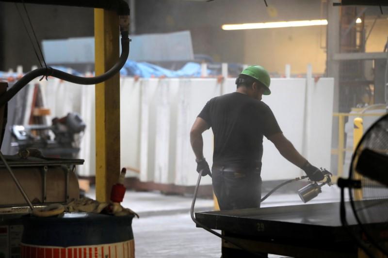 Produção manufatureira dos EUA acelera em maio com automóveis