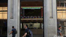 Ibovespa fecha com variação discreta antes de pregão com Fed, Copom e vencimentos