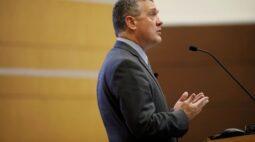 Bullard diz que vê aumento dos juros em 2022 com base em projeção de inflação mais alta