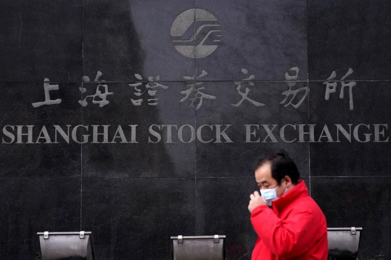 Ações da China têm 3ª queda semanal por preocupações com valores altos e tensões com Ocidente