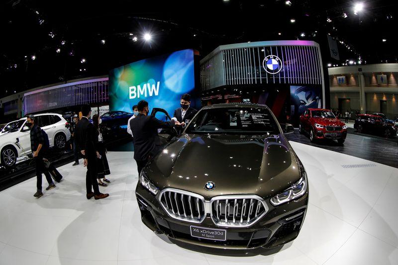 BMW cortará custo de produção por veículo em 25% até 2025, diz membro do conselho