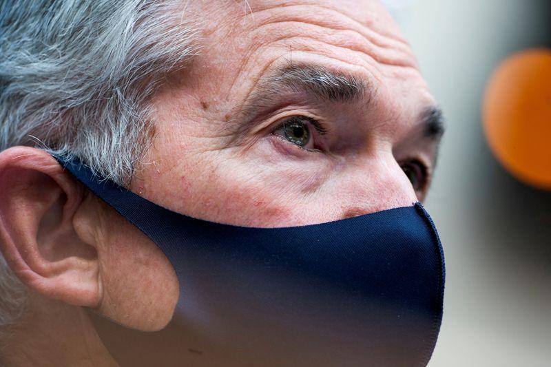 """Powell vê """"melhora sustentada"""" na economia, aumento notável na inflação"""