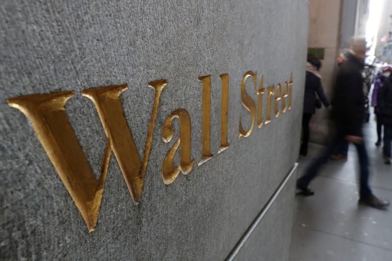 Wall Street esboça alta antes de Powell