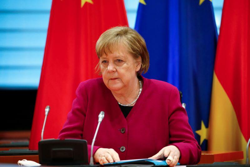 """Merkel prevê investimento estatal """"gigantesco"""" na indústria após a pandemia"""