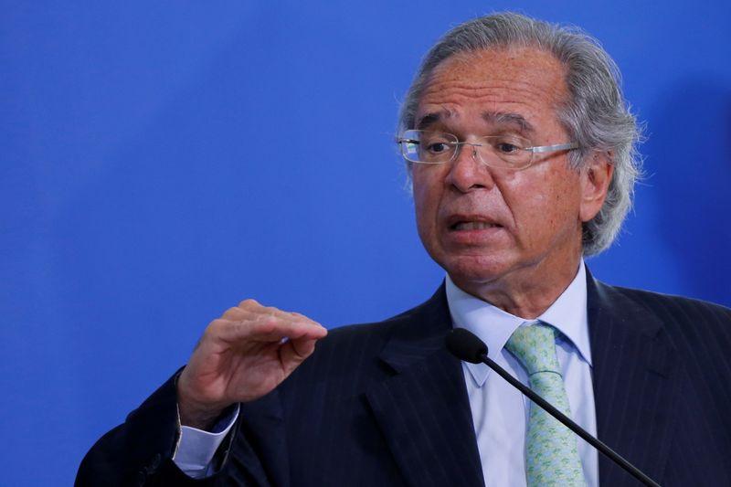 Governo propõe elevar limite de isenção do IR de pessoa física para R$2.500, diz Guedes