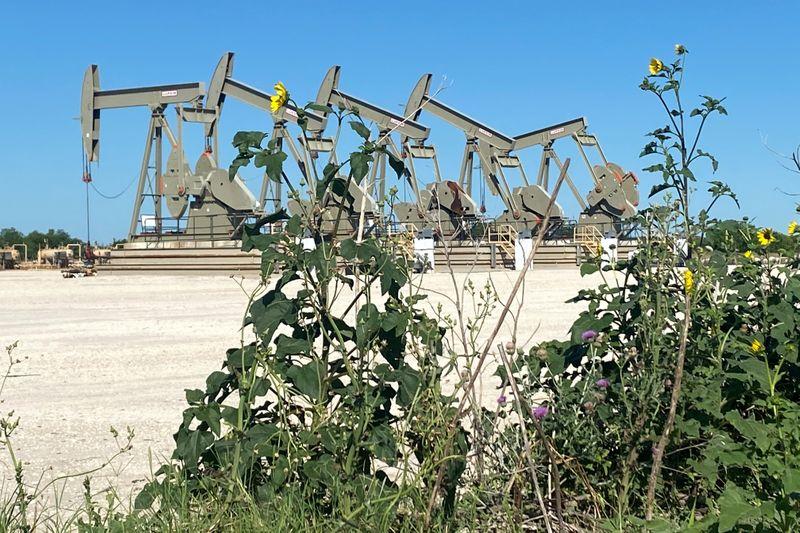 """Indústria de """"shale"""" dos EUA segura produção mesmo com salto nos preços do petróleo"""