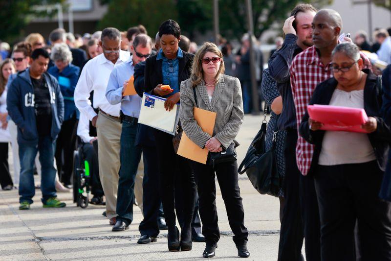 Pedidos semanais de auxílio-desemprego nos EUA caem; demissões atingem mínima de 21 anos em junho
