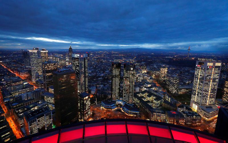 Moral do investidor da zona do euro sobe com setor de serviços otimista, diz Sentix