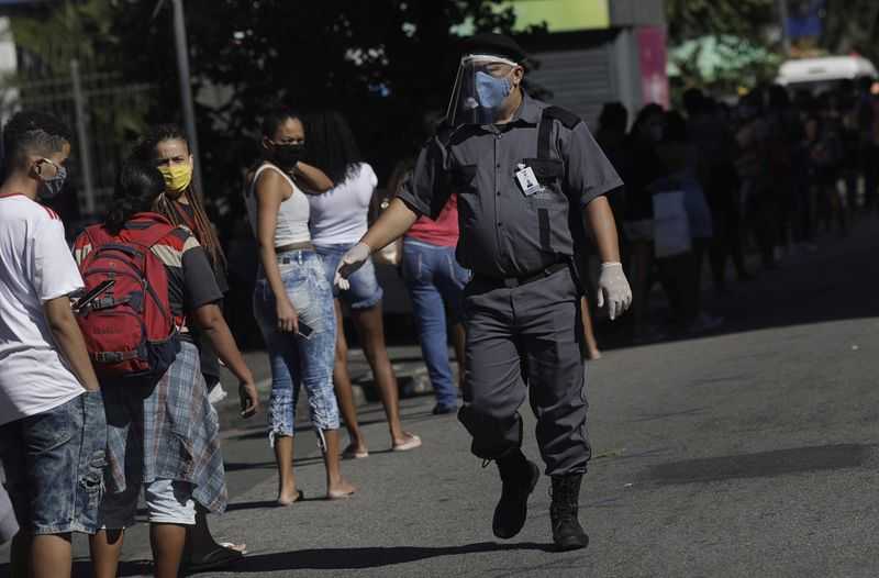 Governo anuncia prorrogação do auxílio emergencial por mais 3 meses