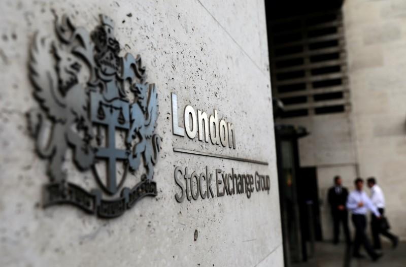 Ações europeias recuam com investidores comprando títulos em meio a incerteza econômica