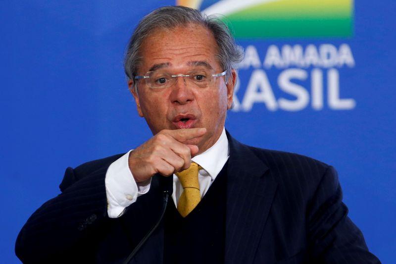 Guedes diz que dólar a R$5 favorece turismo no Brasil