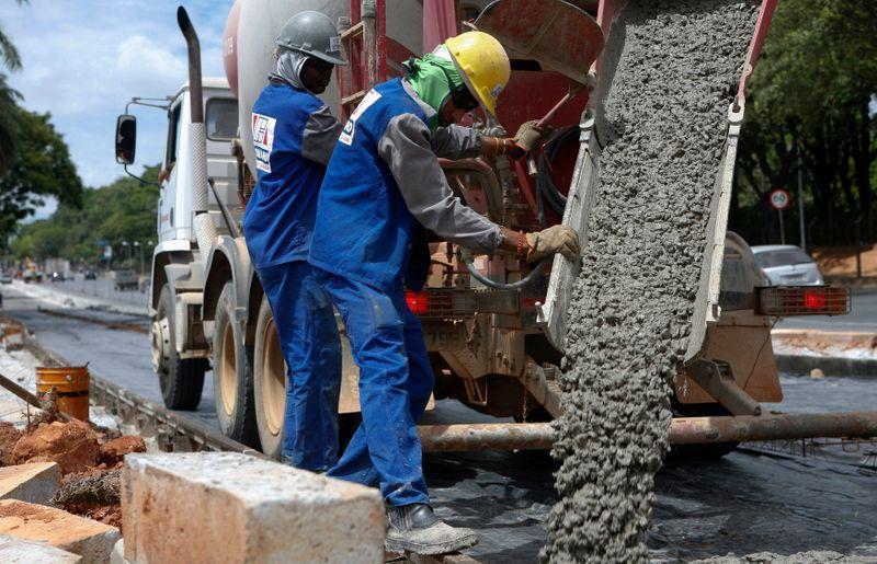 Venda de cimento tem leve alta em junho, diz Snic