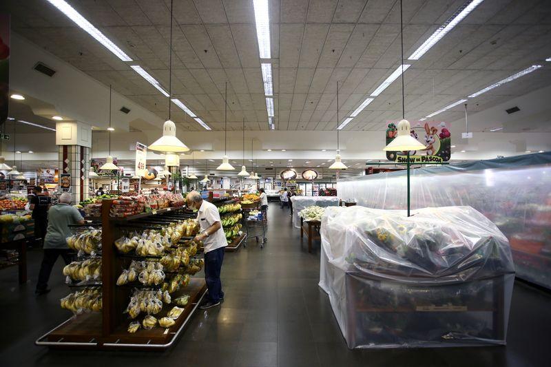 Inflação dispara no Brasil e chega a 8,35% em 12 meses atingindo maior nível registrado a quase 5 anos