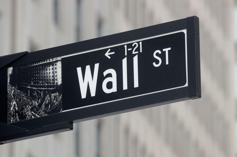Wall St fecha em máximas recordes com setor financeiro liderando recuperação