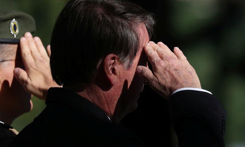"""Bolsonaro critica """"abuso"""" no número de beneficiados por Comissão de Anistia"""
