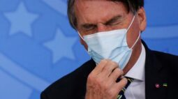 CORREÇÃO-Bolsonaro deve ser operado para retirada de cálculo nas próximas semanas, diz médico