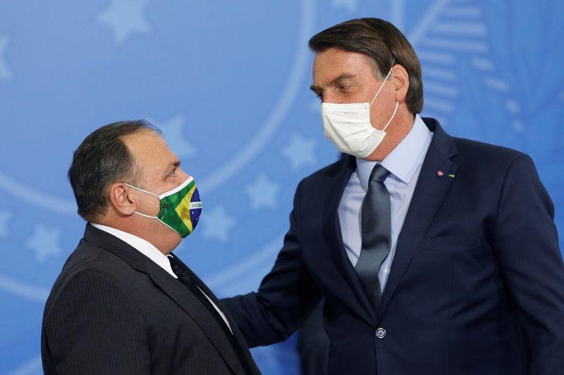 Em efetivação de Pazuello, Bolsonaro ignora 134 mil mortes por Covid-19 e chama ministro de vencedor