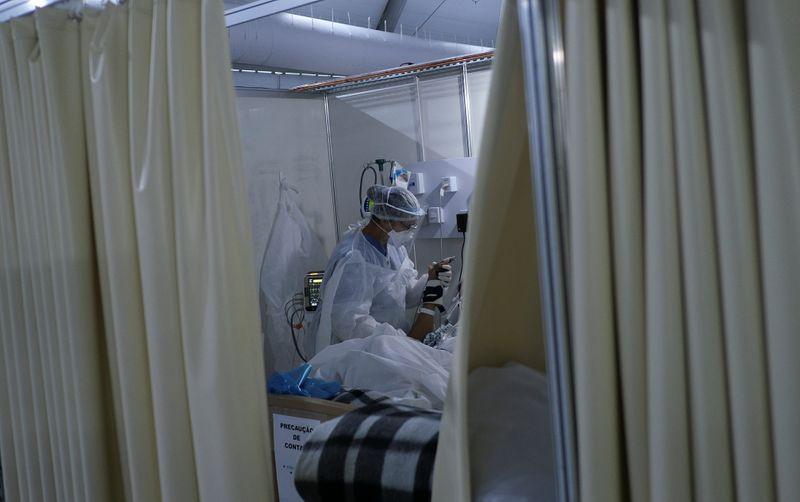 Brasil registra 317 novas mortes por Covid-19 e total vai a 142.058
