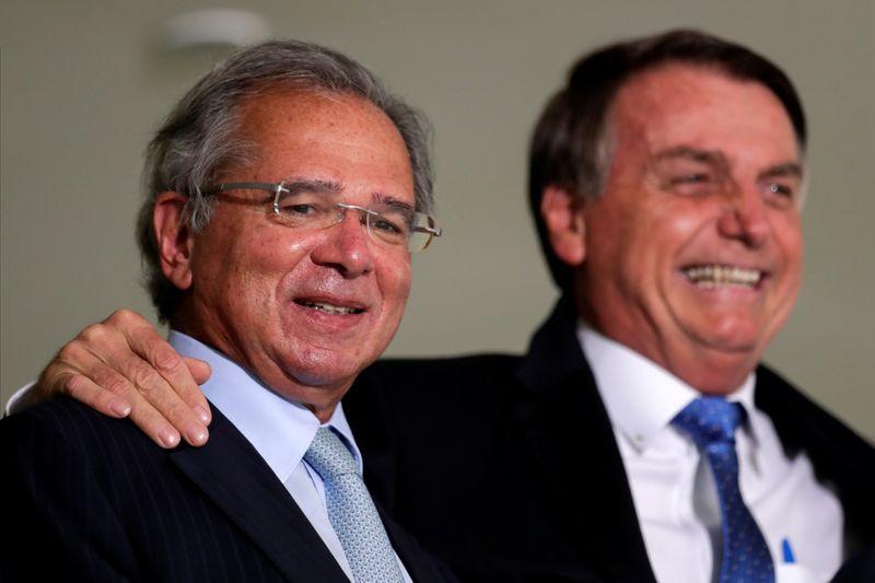 Bolsonaro diz que Brasil evitou o pior na economia graças a Guedes e sua equipe