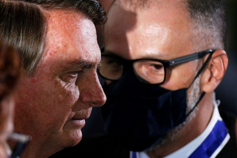"""Bolsonaro diz duvidar que Justiça obrigue vacinação contra Covid-19 e ataca """"aprendizes de ditadores"""""""