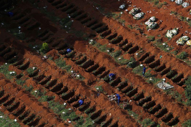 Brasil tem 432 novas mortes por Covid-19, total de óbitos é de 156.903