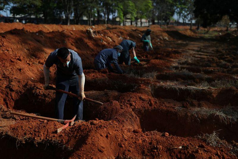 Brasil tem 231 novas mortes por Covid-19, total ultrapassa 157 mil
