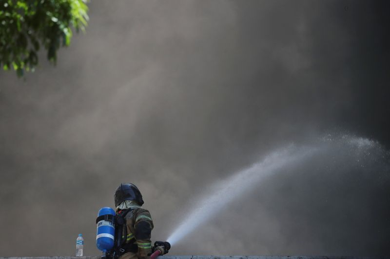 Incêndio destrói barracão de recicláveis em São José dos Pinhais
