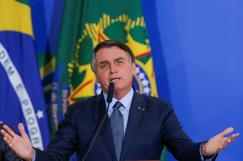 """Bolsonaro justifica proximidade com centrão: """"é a regra do jogo"""""""