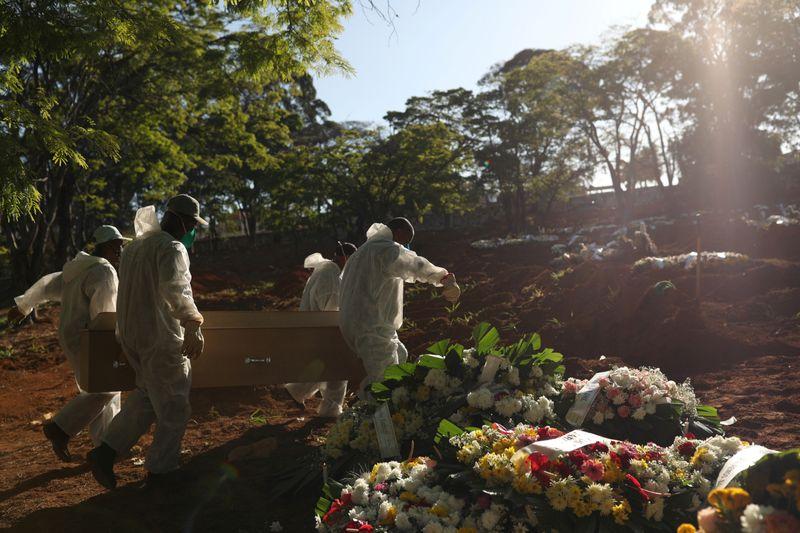Brasil tem 513 novas mortes por Covid-19 e total se aproxima de 159 mil