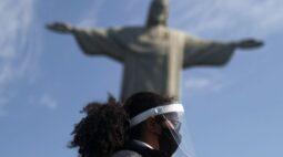 Máscaras, distanciamento e muitos infectados: como Covid-19 tem perdido força no Brasil