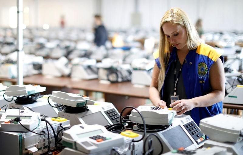 Presidente do TSE quer viabilizar votação via telefone celular