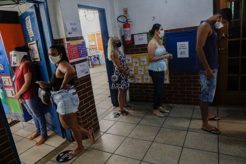 Após eleição atípica até na apuração, SP e Rio terão 2º turno, em Recife duelo será familiar