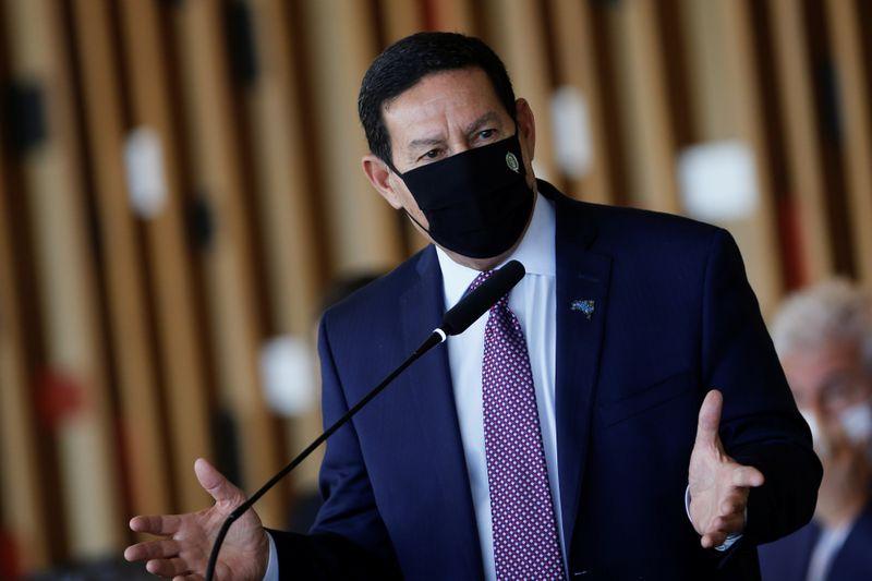 Mourão se junta a Itamaraty e critica resposta da China a Eduardo Bolsonaro