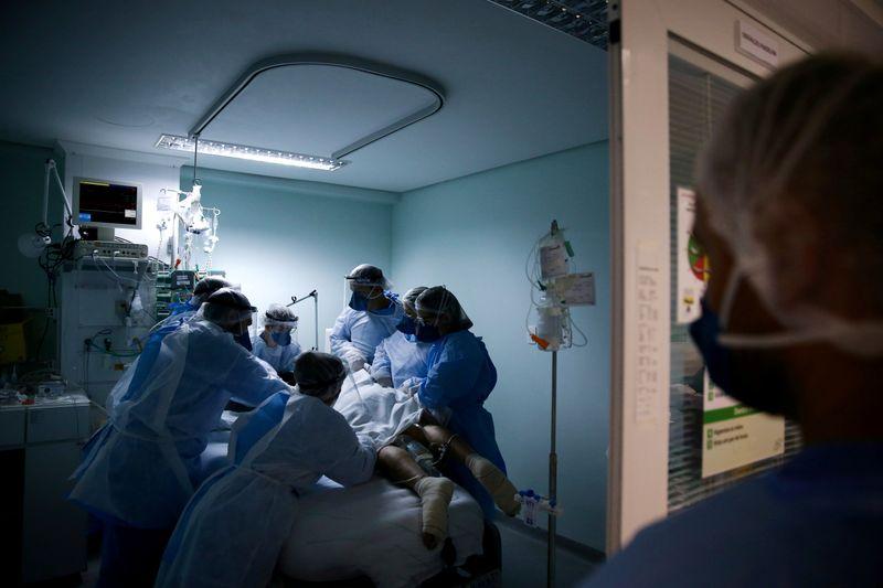 Brasil registra 34.130 novos casos de Covid-19; total de mortes atinge 171.974