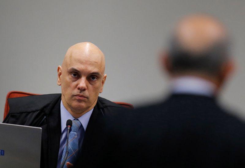 Moraes deixa para plenário do STF decidir como será depoimento de Bolsonaro em ação sobre PF