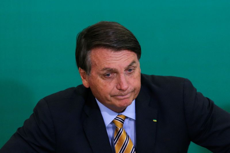 Aborto jamais será aprovado no Brasil, diz Bolsonaro após decisão na Argentina