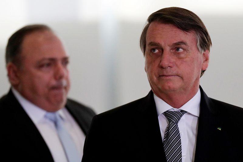 Bolsonaro diz que Brasil poderá comprar vacina da Moderna contra Covid-19
