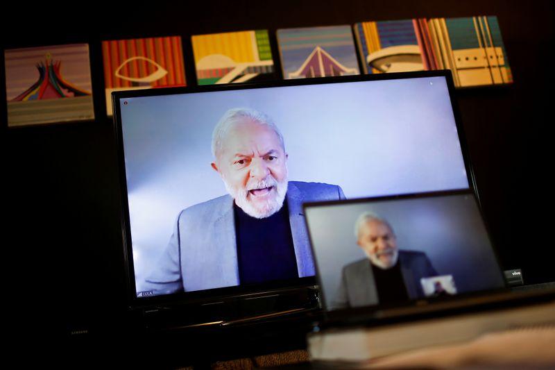 CORREÇÃO-Lula vê Brasil desgovernado e diz que vai apoiar quem enfrentar Bolsonaro