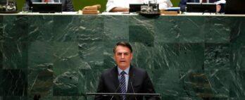 Dona de casa processa Bolsonaro para receber auxílio emergencial de US$ 1 mil