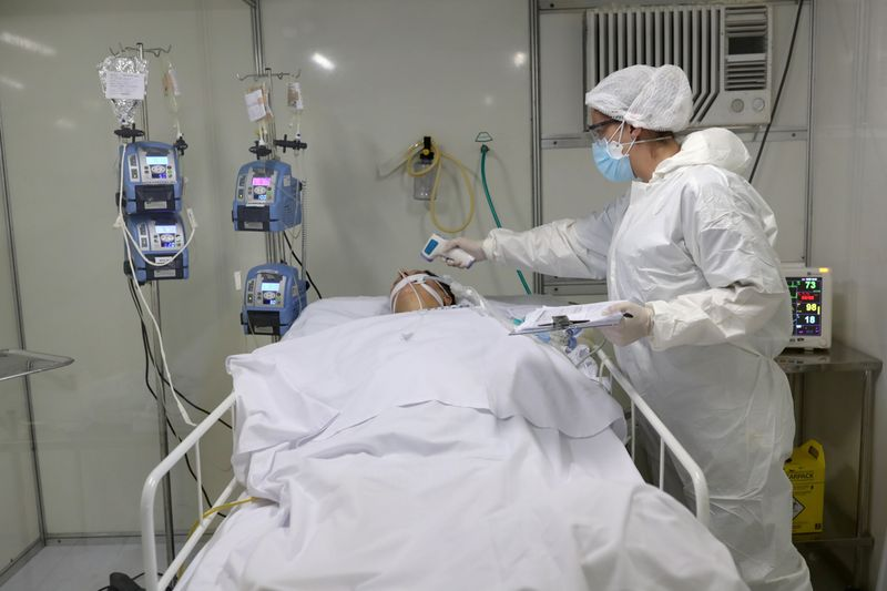 Brasil registra 831 novas mortes por Covid-19 e total vai a 139.808