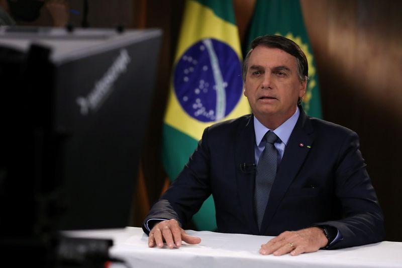 Bolsonaro é internado em SP para retirada de cálculo na bexiga, diz boletim