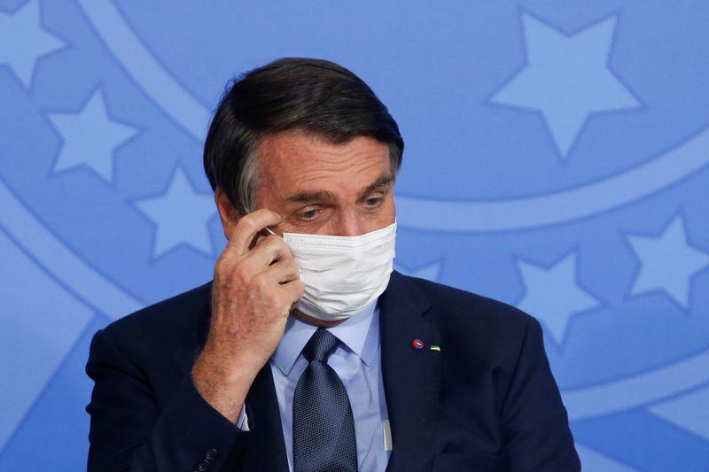 Bolsonaro passa por cirurgia e apresenta quadro estável e sem dor, diz boletim