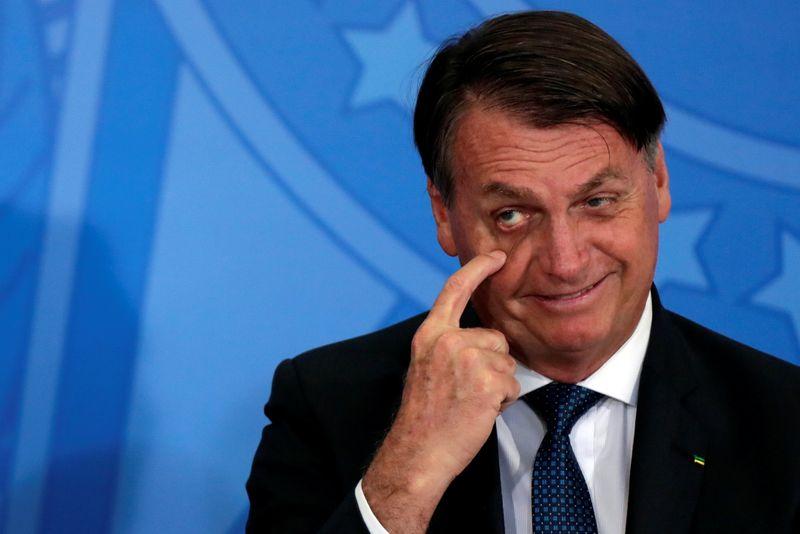 Bolsonaro ironiza CoronaVac, mas diz que governo comprará toda vacina aprovada pela Anvisa