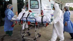 Tem gente morrendo no canto do hospital como se tivesse afogada, diz Bolsonaro sobre Manaus