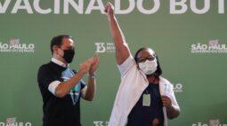 Doria inicia vacinação com CoronaVac em São Paulo; Pazuello critica